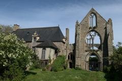 Die alte Kirche ohne Dach