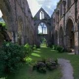 Die Kirche mit Grabsteinen aus dem 15. Jahrhundert