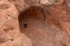 Verstecken in der Höhle